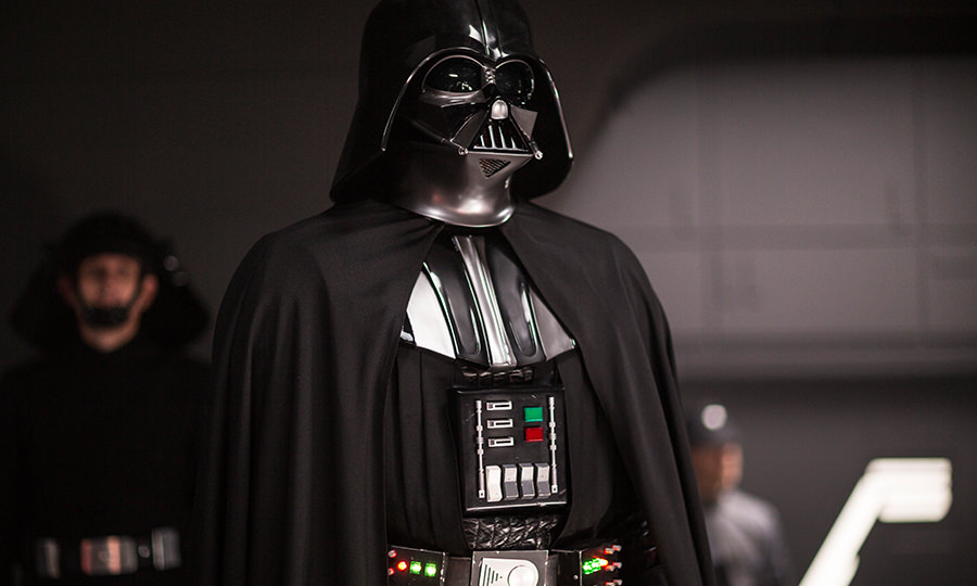 http://starwars.disney.co.jp/content/dam/disney/characters/star_wars/r1/2210_darth_vader_main.jpg